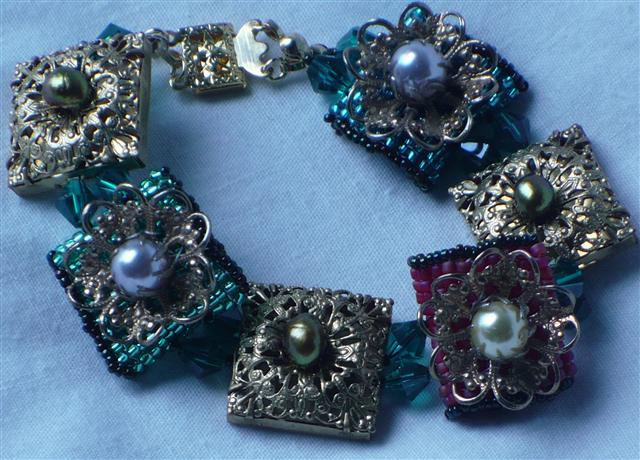 Pearls on Pillows collection Bracelet